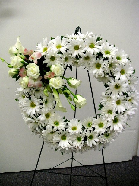 Three types of easel mounted funeral wreaths california flower art three types of easel mounted funeral wreaths solutioingenieria Gallery
