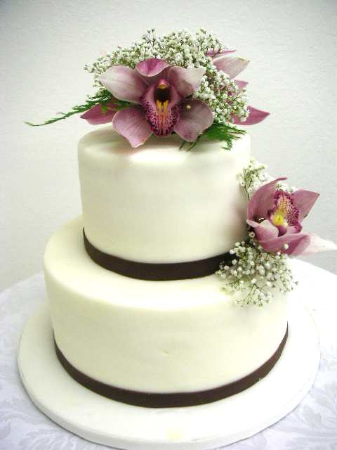 Cake Decoration Flowers Recipe : Flower decorated cake: Real Flower vs Sugar Flower ...