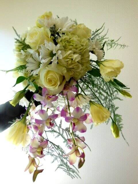 We train you so you can make beautiful bouquets like this ...