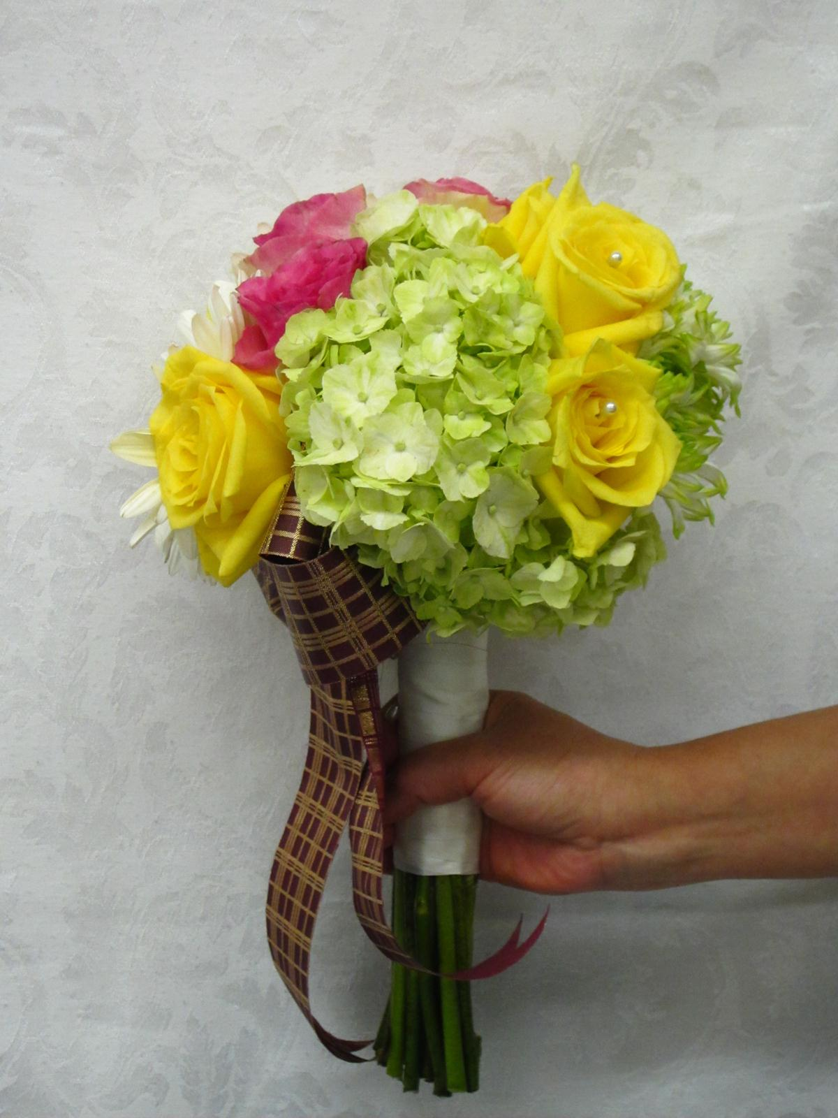 Gellery of bridal bouquets california flower art academy a bridal bouquet is one of mandatory items for wedding floral decorations this small beautiful piece definitely enhances the beauty of a bride and all izmirmasajfo