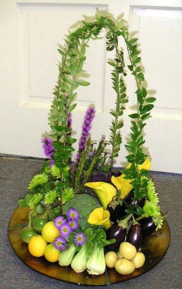 Garden arrangement using fruits and vegetables for Vegetable garden arrangement